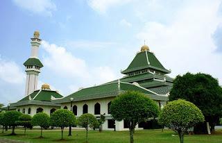 Masjid Al Azim merupakan masjid negeri Melaka